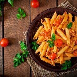 Pasta Penne Rigate avec une sauce tomate - Pauline&Olivier