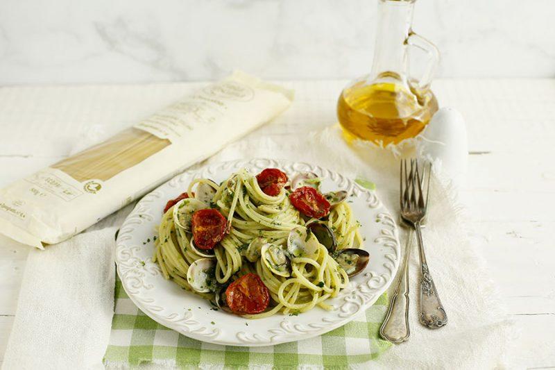 spaghetti-vongole-cime-di-rapa-e-pomodorini-confit